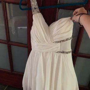 City Studio Size 7 Off-Shoulder White Formal Dress